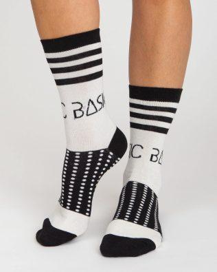 Skarpetki – wzory biało czarne